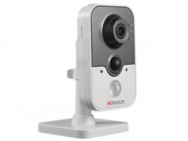 Компактная HD-TVI видеокамера HiWatch DS-T204с ИК подсветкой и микрофоном